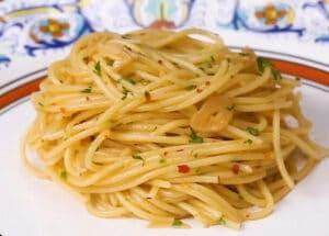 Spaghetti Aglio e Olio (Pasta in Garlic and Oil Sauce)